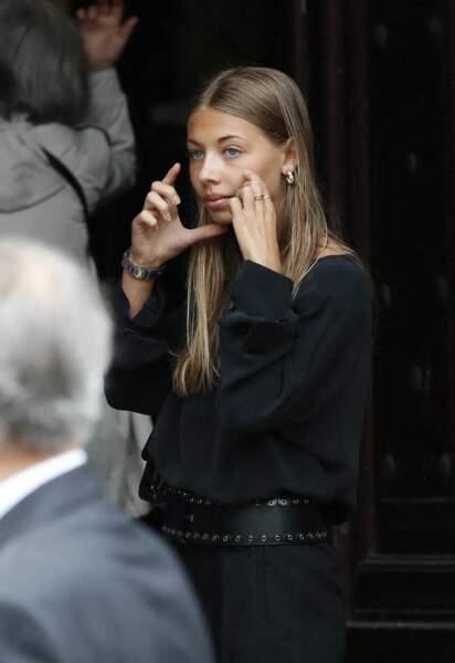 Stella Belmondo émue aux obsèques de Jean-Paul Belmondo, à l'église Saint-Germain-des-Prés, à Paris, le 10 septembre 2021
