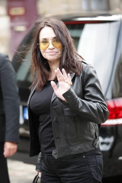 Béatrice Dalle à son arrivée aux obsèques de Jean-Paul Belmondo, à l'église Saint-Germain-des-Prés, à Paris, le 10 septembre 2021