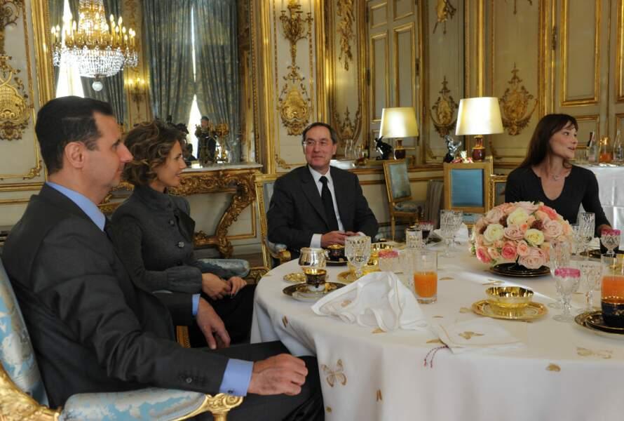 Nicolas et Carla Sarkozy reçoivent Bachar al-Assad et sa femme Asma à Paris