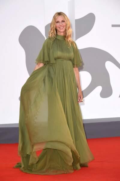Souriante, Sandrine Kiberlain a pris la pose lors du festival international du film de Venise