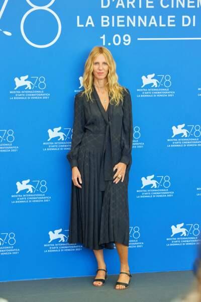 """Sandrine Kiberlain lors du photocall du film """"Un autre monde"""" lors du festival international du film de Venise"""