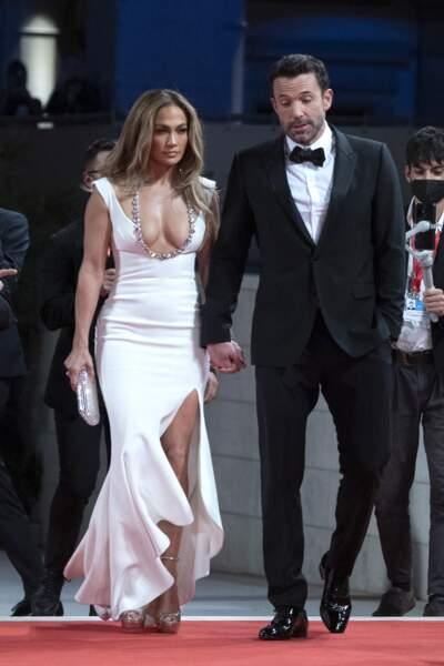 """Ben Affleck et Jennifer Lopez ont conquis le tapis rouge de la Mostra ce vendredi 10 septembre lors de la première du film """"The Last Duel"""""""