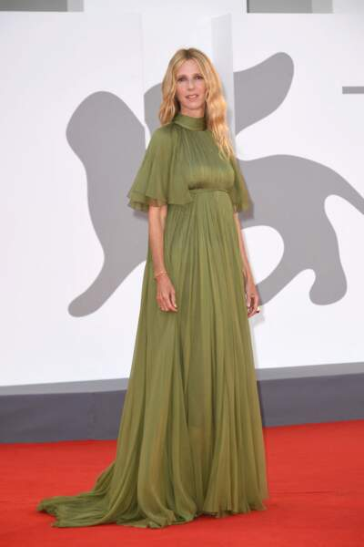 Sandrine Kiberlain sur le tapis rouge du festival international du film de Venise