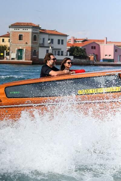 Javier Bardem et Penelope Cruz lors d'une balade en bateau à Venise.