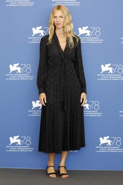 """Sandrine Kiberlain présente lors du photocall du film """"Un autre monde"""" à Venise"""