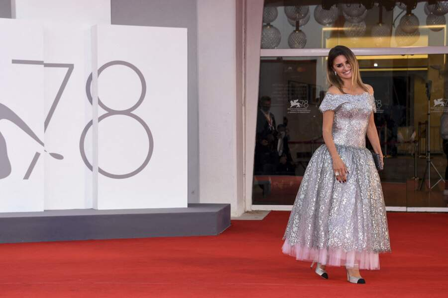 Penelope Cruz porte une robe Chanel lors de la cérémonie de clôture lors du 78ème festival international du film de Venise, la Mostra le 11 septembre