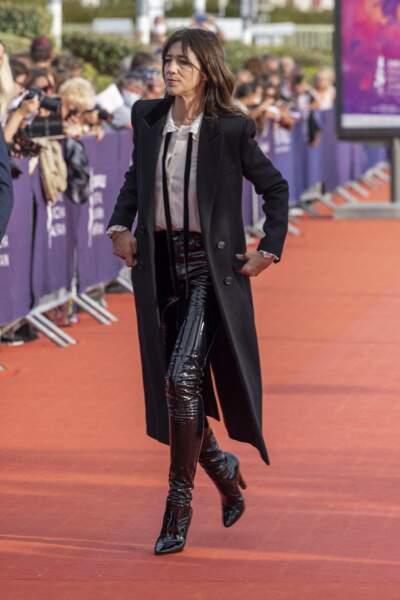 """Charlotte Gainsbourg sur le tapis rouge lors de la Première du film """"Les choses humaines"""" à Deauville"""