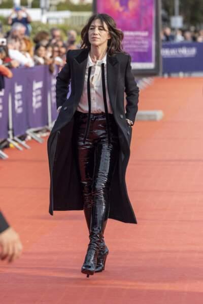 La présidente du Festival de Deauville, Charlotte Gainsbourg, foule le tapis rouge