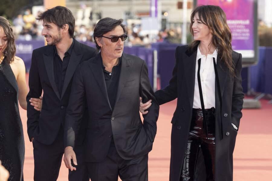 Ben Attal, Yvan Attal et Charlotte Gainsbourg sur le tapis rouge du Festival du Cinéma Américain de Deauville