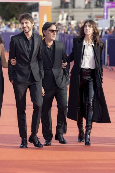 Charlotte Gainsbourg, aux côtés de son fils Ben Attal et son amoureux Yvan Attal, à Deauville