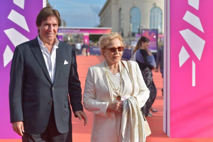 Sylvie Vartan et Tony Scotti portaient des ensembles de costume pour le 47e Festival de Deauville, le 11 septembre 2021.