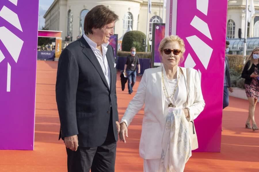 Sylvie Vartan et Tony Scotti complices lors de la cérémonie de clôture du 47e Festival de Deauville, le 11 septembre 2021.