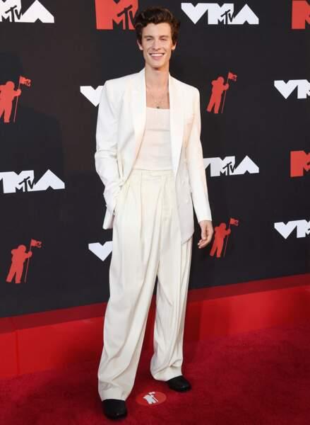 Shawn Mendes en total look blanc