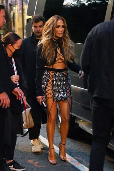 Jennifer Lopez affiche une silhouette parfaite à 52 ans