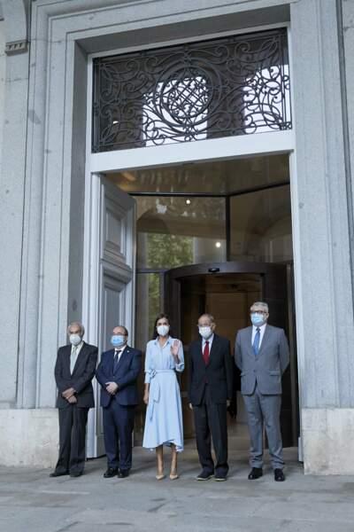 La reine Letizia d'Espagne toujours aussi élégante dans une robe signée Pedro del Hierro pour célébrer les 40 ans de la Fondation des amis du Prado, à Madrid, le 13 septembre 2021.