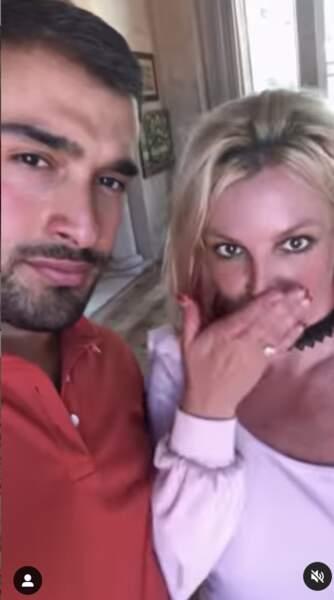 La bague de fiançailles de Britney Spears est composée d'un diamant rond de 4 carats et vaut un plus de 70 milles euros.
