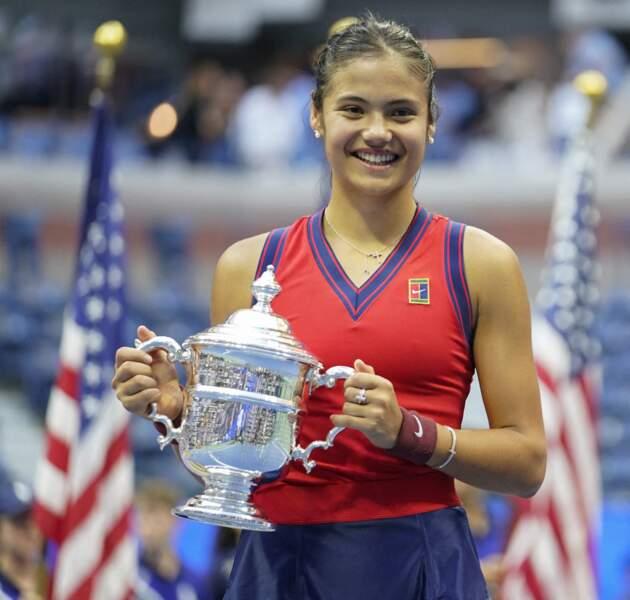 A 18 ans, la Britannique Emma Raducanu remporte l'US Open en battant la Canadienne Leylah Fernandez (6-4,6-3) à New York, le 11 septembre 2021.