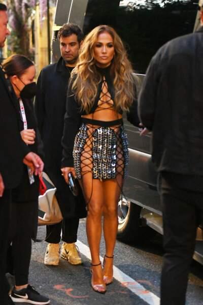 """Jennifer Lopez arrive à la soirée des """"Video Music Awards (MVA)"""" à New York, le 12 septembre 2021."""