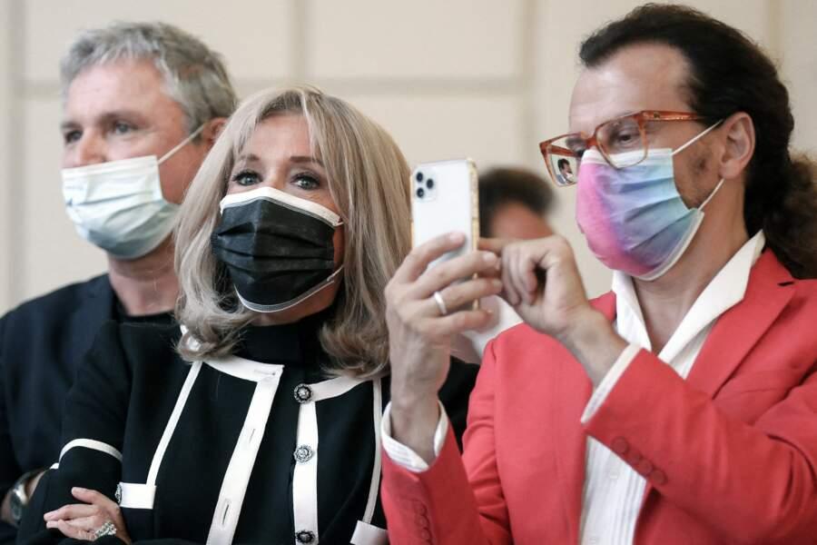 """Brigitte Macron lors de la présentation de """"Pavoisé : travail in situ"""", dans le jardin d'hiver de l'Élysée, ce lundi 13 septembre"""