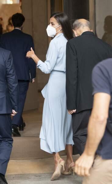 """La reine Letizia d'Espagne arrive au vernissage de l'exposition """"Quarante ans d'amitié. Dons de la Fondation du musée des amis du Prado"""" au musée du Prado, à Madrid, le 13 septembre 2021."""