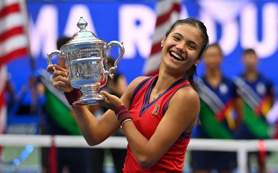 Emma Raducanu a fait sensation en remportant l'US Open. face à la  Canadienne Leylah Fernandez (6-4,6-3) à New York, le 11 septembre 2021.