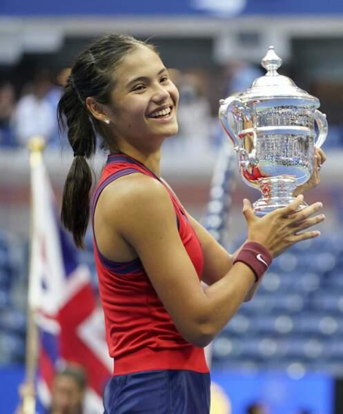 Emma Raducanu portait des boucles d'oreille Tiffany & Co lors de sa victoire à l'US Open