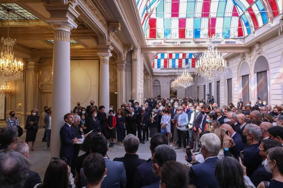 """L'œuvre de Daniel Buren """"Pavoisé: travail in situ"""" a été dévoilé ce lundi 13 septembre 2021 à un parterre d'acteurs de la culture et de l'art contemporain français, en présence également de Roselyne Bachelot, la ministre de la Culture"""