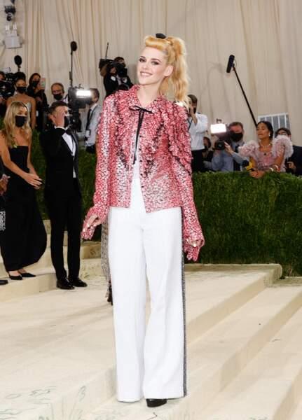 L'actrice Kristen Stewart est habillée par Chanel pour Met Gala 2021 à New York.