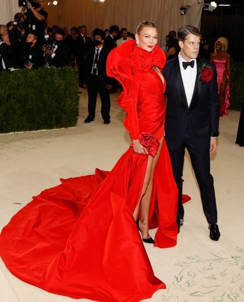 Le top modèle Karlie Kloss en robe Carolina Herrera pour le Met Gala 2021.