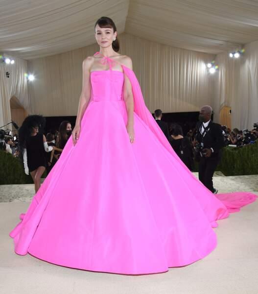 La frange sur le côté de Carey Mulligan, sublime en robe Valentino