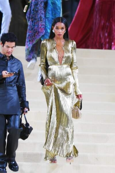 Laura Harrier porte des bijoux Tiffany & Co.