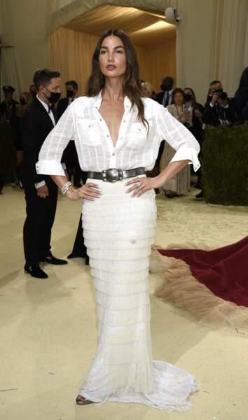 Lily Aldridge très chic dans sa tenue Ralph Lauren, parée par Bulgari au Met Gala 2021.