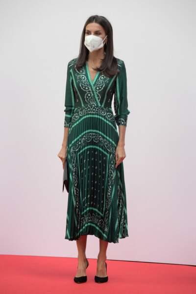 Letizia d'Espagne recycle une quatre fois sa robe Sandro, à Madrid, le 21 septembre 2021.