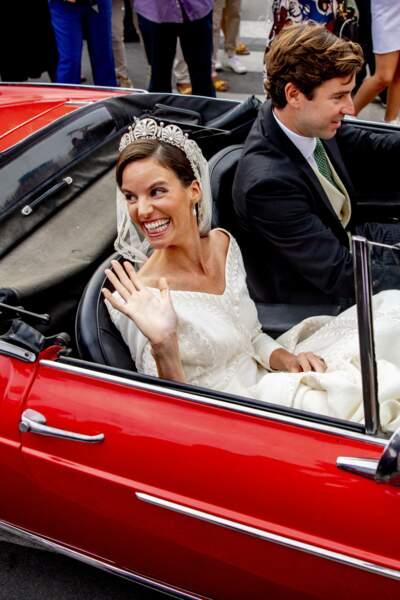La princesse Marie-Astrid de Liechtenstein et Ralph Worthington quittent l'église Duomo di Santa Maria Assunta.