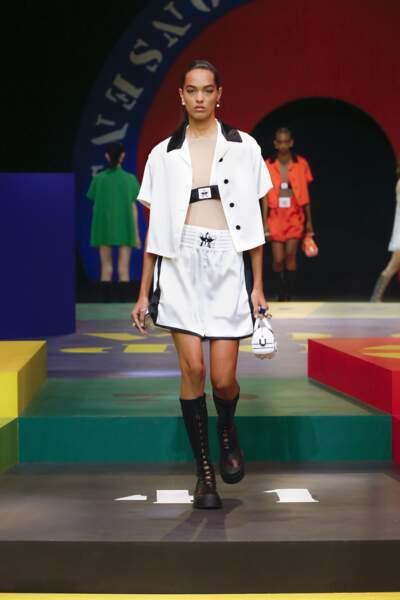 Boots de boxeur dans l'une des séries de looks sportswear du défilé Dior printemps-été 2022