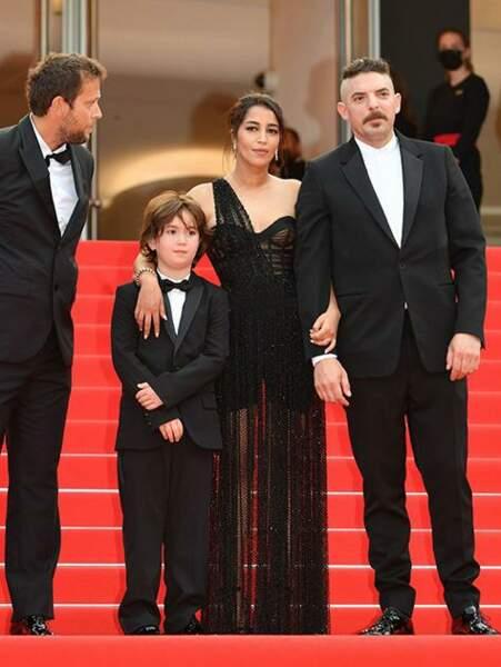 Leïla Bekhti aux côtés de ses partenaires Gabriel Merz Chammah et Damien Bonnard pour la montée des marches des Intranquilles