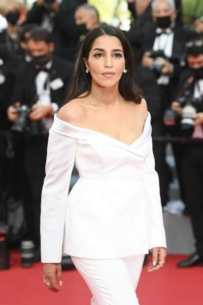 Leïla Bekhti en costume Givenchy Haute Couture immaculé et bijoux Tiffany & co Haute Joaillerie pour l'ouverture du festival de Cannes 2021