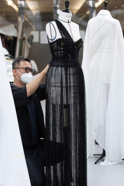 Le savoir-faire de Dior : robe bustier drapée de résille