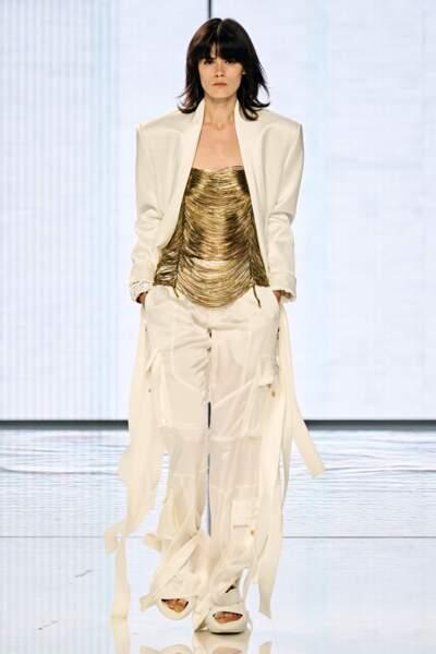 Vestes larges également dans la collection Balmain printemps-été 2022