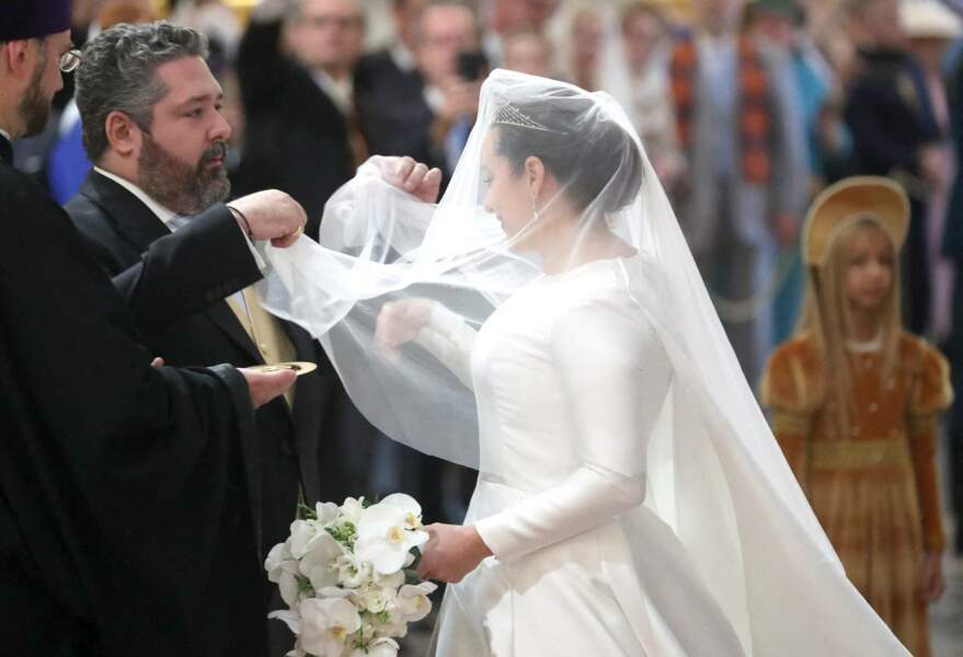 Comme le veut la tradition, le grand-duc de Russie découvrait le visage de sa jeune épouse pour sceller leur amour d'un tendre baiser, le 1er octobre 2021.