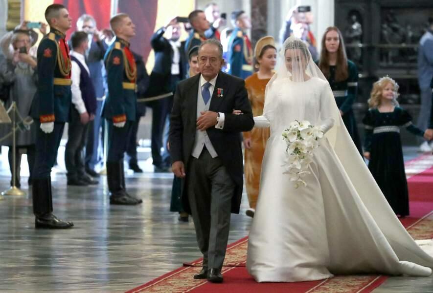 Avec cette robe sophistiquée et moderne, Rebecca Victoria Bettarini a voulu rendre hommage aux robes de mariée italiennes des années 1960.
