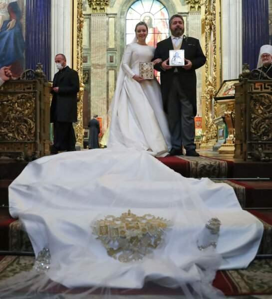 Lors de son mariage religieux Rebecca Victoria Bettarini était à couper le souffle dans sa robe blanche en mikado de soie italien, le 1er octobre 2021.
