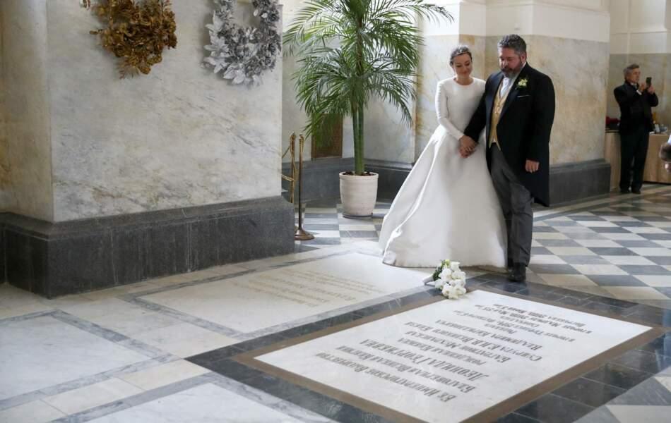 Tout au long de la cérémonie religieuse, les jeunes époux ont souhaité honorer les traditions de l'ancienne famille impériale, dans la cathédrale St-Isaac à Saint-Petersbourg, le 1er octobre 2021.