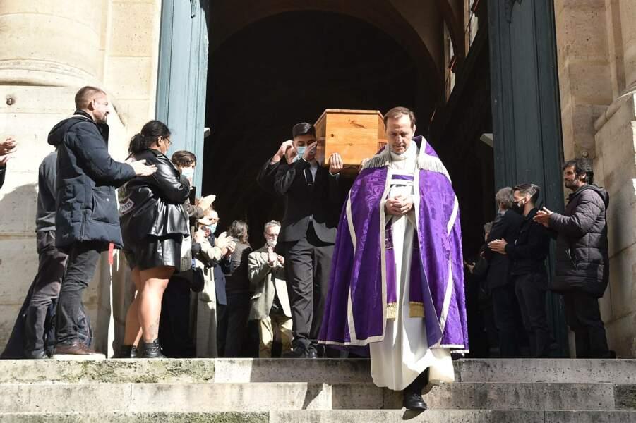 De nombreuses personnalités sont venus dire au revoir à François Florent, père mythique des cours Florent, à l'église Saint-Roch, à Paris, ce 4 octobre 2021.
