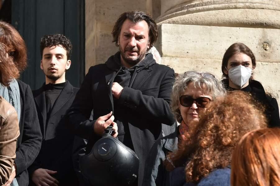 Michael Youn très ému pour rendre un dernier hommage à François Florent, lors de ses obsèques en l'église Saint-Roch, à Paris, le 4 octobre 2021.