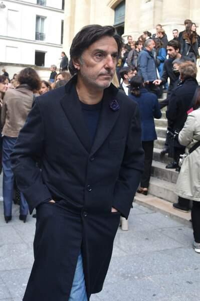 Yvan Attal ému pour rendre un dernier hommage à François Florent, lors de ses obsèques en l'église Saint-Roch, à Paris, le 4 octobre 2021.