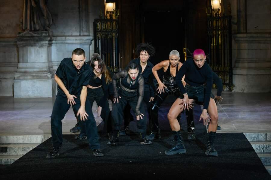 Chorégraphie de danse contemporaine sur la musique de Shouse au défilé Etam 2021