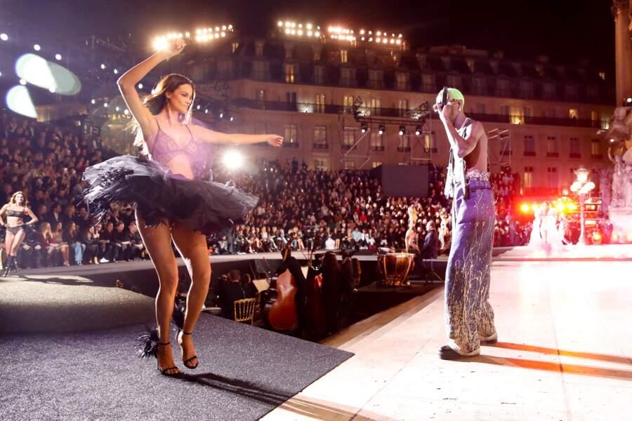 Le Diouck a chanté avec la rappeuse Lala&Ce pour le show Etam le 4 octobre 2021.