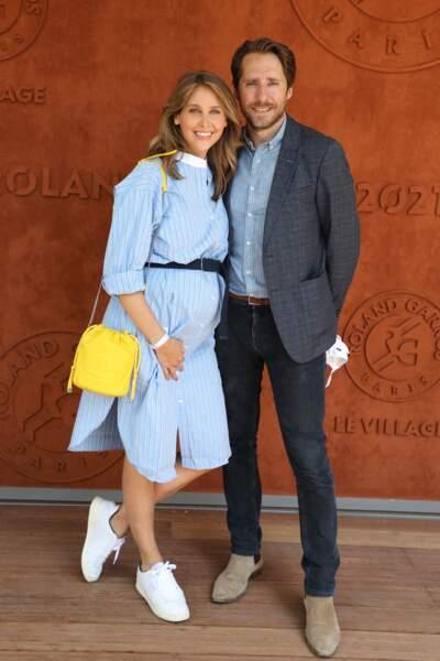 Ophélie Meunier en robe longue et son mari Mathieu Vergne au village des Internationaux de France de Roland Garros à Paris le 9 juin 2021.