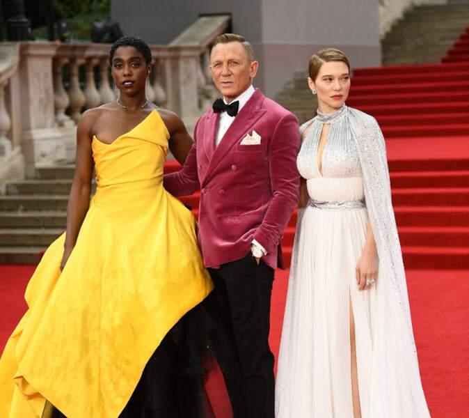 """Lashana Lynch,  Daniel Craig et Léa Seydoux lors de l'avant-première mondiale du film """"Mourir peut attendre"""" au Royal Albert Hall, à Londres, le 28 septembre 2021"""